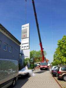 Kran Mit Werbetafel/ Pylon Für Germania Inkasso-Dienst In Deutschland