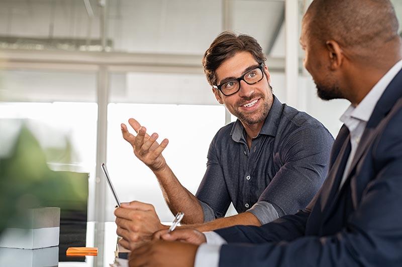 Businessman Gespräch Mit Kooperationspartner Auslandinkasso