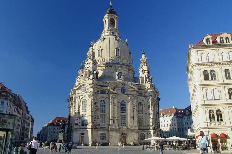 Germania Inkasso - Frauenkirche In Dresden Von Unten