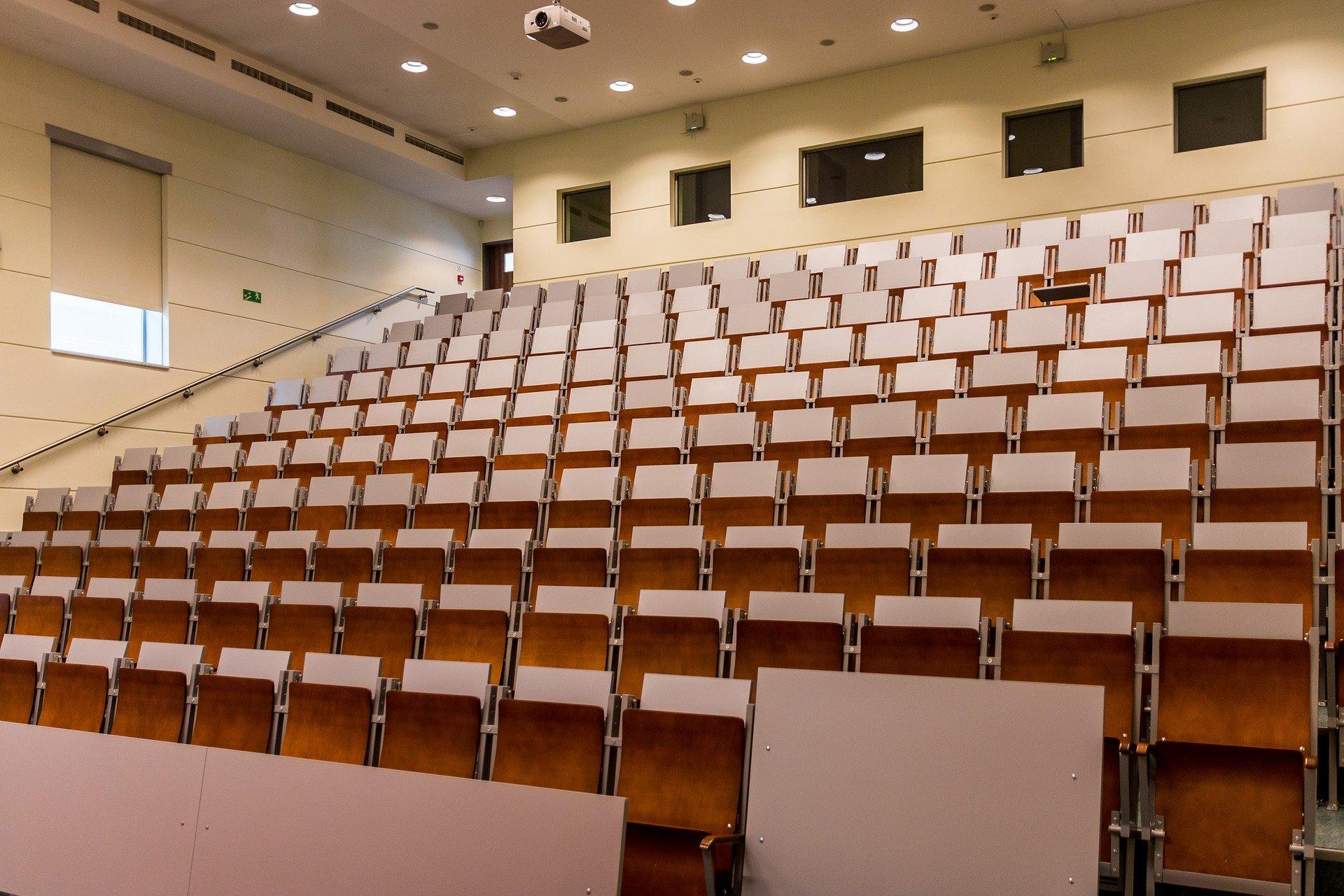 Hörsaal Für Studenten Und Zuhörer Germania Inkasso Inkasso Im Bildungswesen