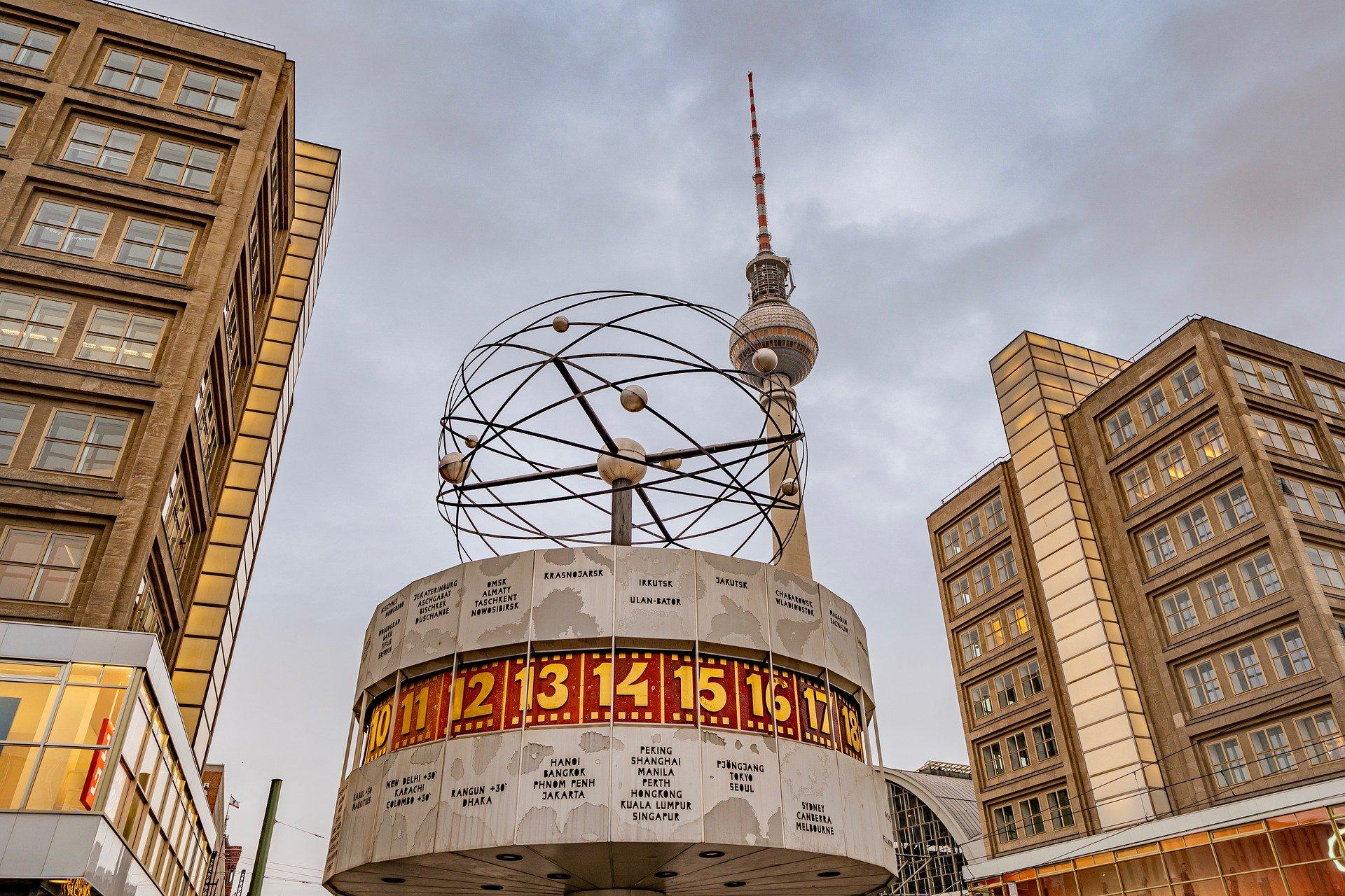 Weltuhr Auf Dem Alexanderplatz In Berlin
