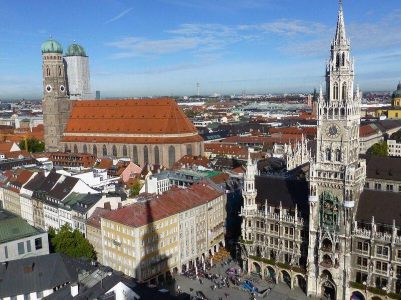 Frauenkirche Und Marienplatz In München Germania Inkasso