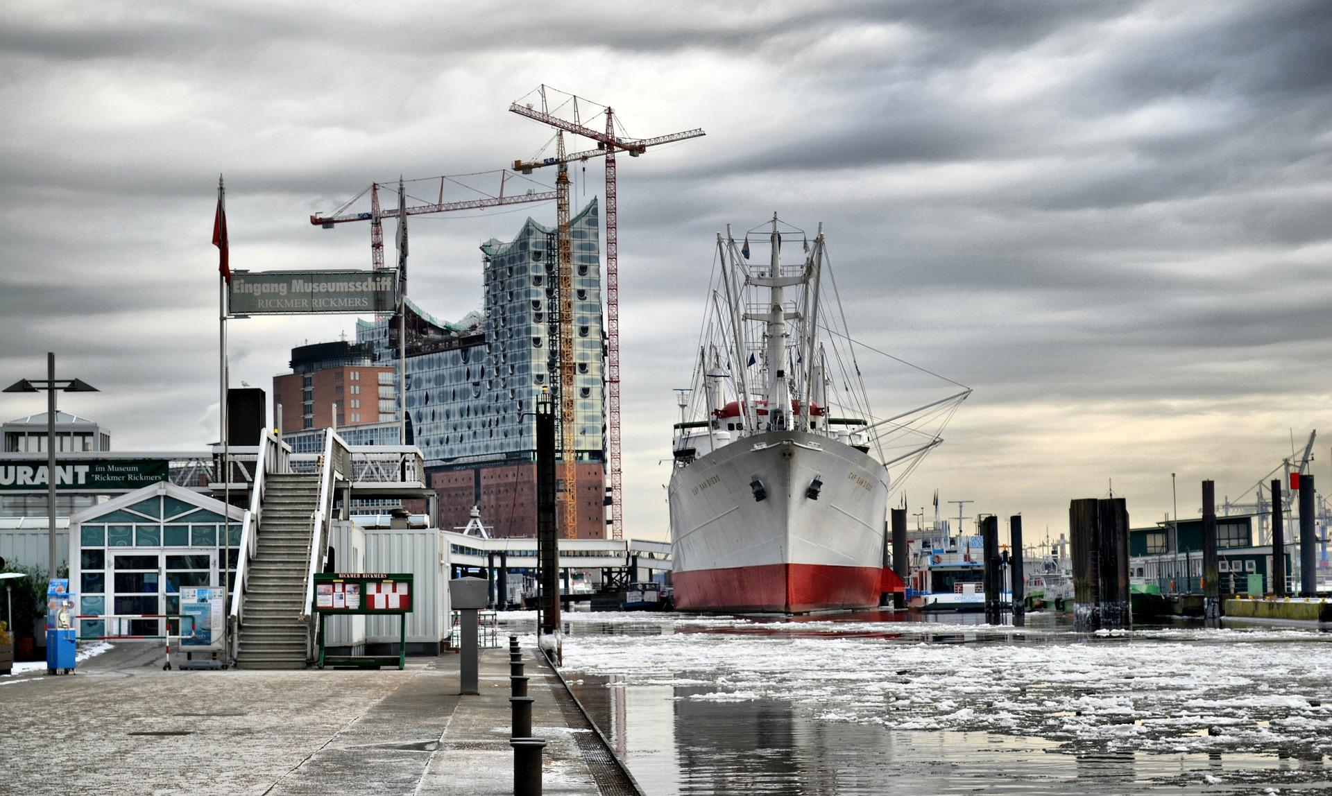 Ausblick Auf Den Hamburger Hafen Mit Schiff