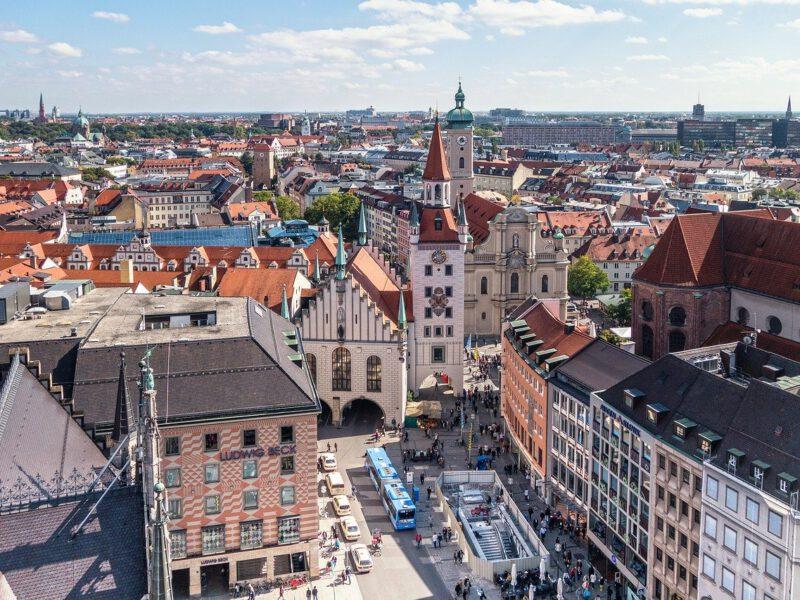 Ausblick Vom Marienplatz Auf Die Frauenkirche In München Germania Inkasso